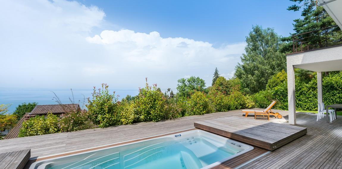 Infinity swimming pool in Evian