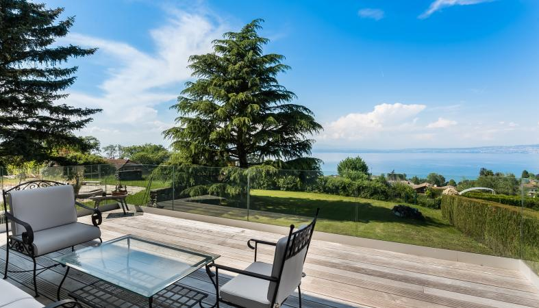 lake view Evian Royal hotel
